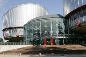 Abuso edilizio: l'ordine di demolizione è una sanzione penale – Lo afferma la CEDU nel ricorso n. 21861/03 con la sentenza del 27 febbraio 2008