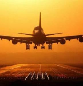 Per i dipendenti che lavorano sugli aerei il giudice competente va individuato nel luogo ove adempie le sue obbligazioni – Corte di Giustizia UE sentenza n. C-168