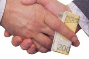 Sequestro preventivo anche per gli intermediari nella corruzione – Cassazione sez. penale sentenza n. 41202 del 2017