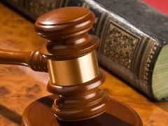 Licenziamento: obbligatorio il requisito dell'immediatezza per poter convertire la giusta causa in giustificato motivo - Cassazione sentenza n. 27390 del 2013